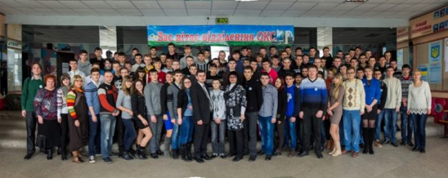 Студенты отделения Обслуживание компьютерных систем Первомайского колледжа